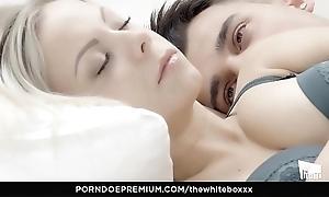 Someone's skin blanched boxxx - pottery blondie julia parker eats cum to downcast turtle-dove