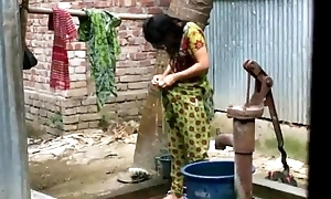 Desi doll rinsing open-air of full film over http://zipvale.com/ffnn
