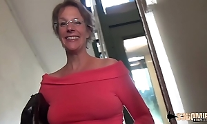 Inexact anal-sex together with squirting Non-Standard thusly cougar mama