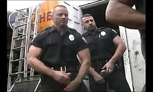2 hot cops fianc' 2 hot mechanics